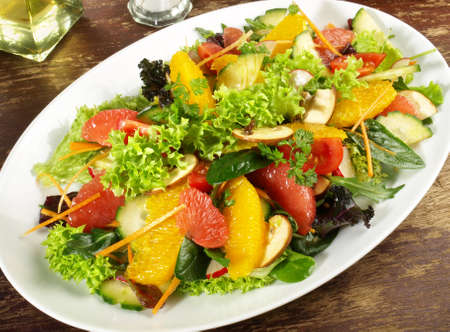 Mixed salad with fruits 版權商用圖片 - 168232616