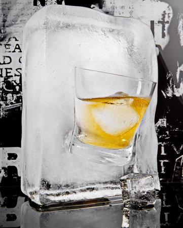 Whiskey on the Rocks Glass Ice Cube - Ice Melting 版權商用圖片