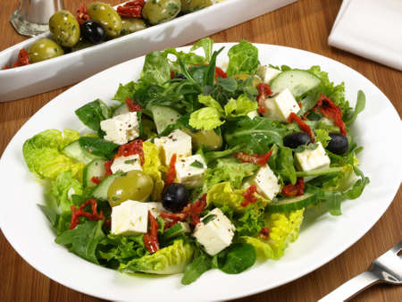 Mixed Salad with Feta Cheese, Olives and dried Tomatoes 版權商用圖片