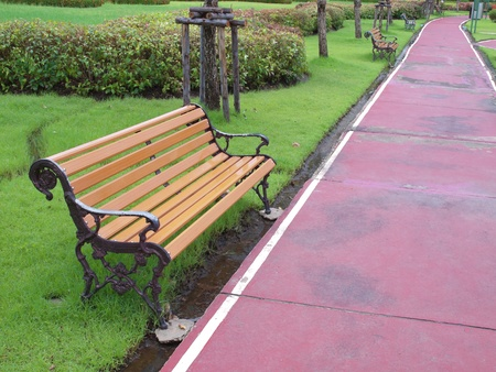 silla de madera: Hip�dromo con silla de madera marr�n lugar en parque p�blico