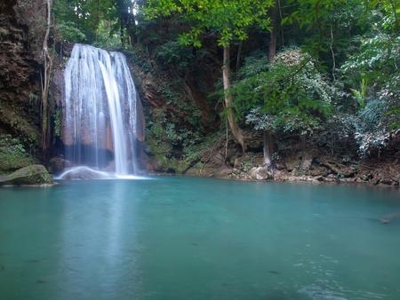 Emerald color water in tier fourth of Erawan waterfall, Erawan National Park, Kanchanaburi, Thailand Imagens