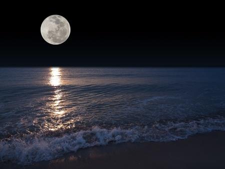 Romantische tropisch strand met prachtige volle maan