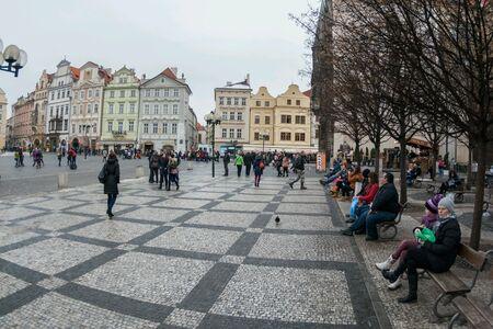 Procure na pra�a da cidade velha em Praga, Rep�blica Tcheca Banco de Imagens