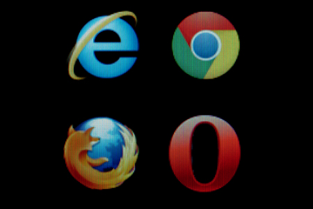 OPAVA, CZECH REPUBLIC - 21st MARCH, 2014 - Common internet browsers icons on LCD screen Publikacyjne