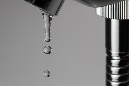 Casa de banho torneira vazando