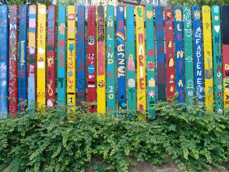 first day of school and my name on a fence 版權商用圖片 - 54845493