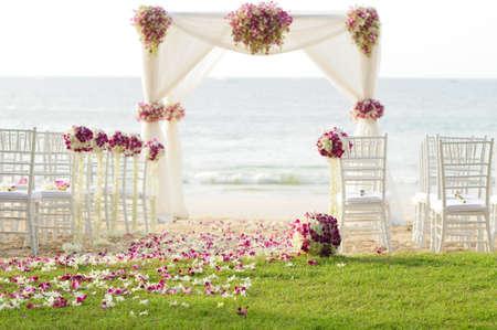 해변에서 결혼식 설정 스톡 콘텐츠