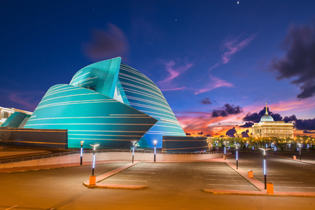 estructura: Astana, Kazajstán - 17 de agosto de 2013: situado en el centro administrativo, único en su diseño arquitectónico y el Palacio Presidencial Editorial