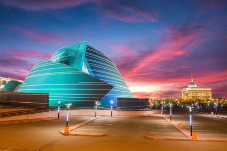 Astana, Kasachstan - 17. August 2013: im Verwaltungszentrum, einzigartig in seiner architektonischen Gestaltung und Presidential Palace