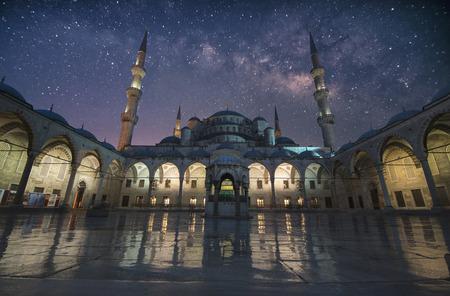 Die Blaue Moschee mit Stern in Istanbul, Türkei