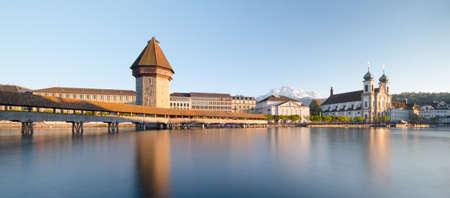 Luzern. Beeld van Luzern, Zwitserland tijdens schemering blauw uur.