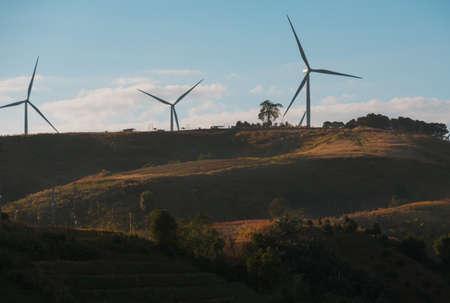 Windturbines op zonnige ochtend Stockfoto