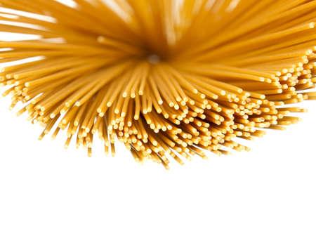 angel hair: Vista abstracta de cabello seco pastas �ngel espaguetis sobre fondo blanco. Foto de archivo