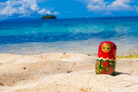 muñecas rusas: Photo Russian Dolls Matrioshka Souvenir Untouched Tropical Beach in Bali Island. Horizontal Picture. Blurred Background. Closeup