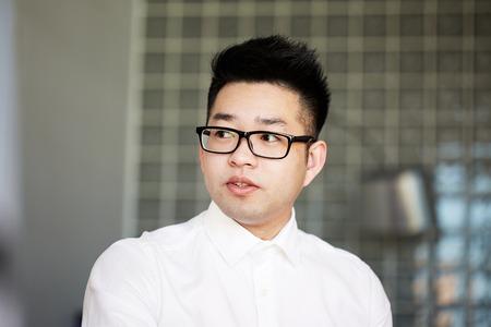 Bureau de travail de jeune homme d'affaires asiatique confiant. Concept de réseau de connexion. Banque d'images