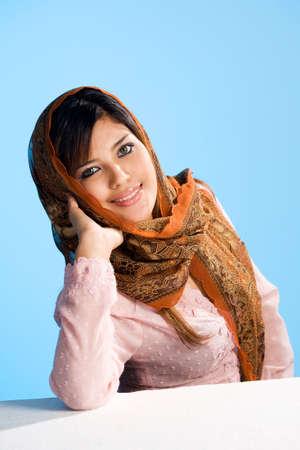 belle jeune femme musulmane en foulard traditionnel et l'usure Banque d'images - 3415641