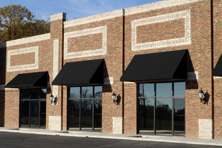 New Commercial Building with Retail and Office Space for Lease                                      Imagens