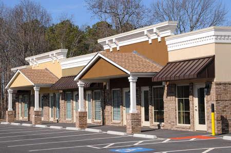 Nouveaux bâtiments commerciaux et de détail avec Office Space Banque d'images - 4293254