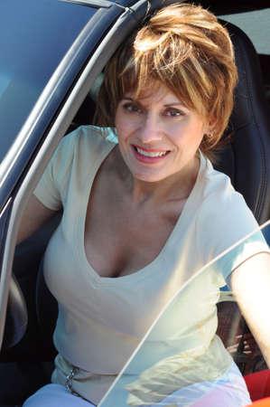 Aantrekkelijke vrouw in haar Sports Car Stockfoto