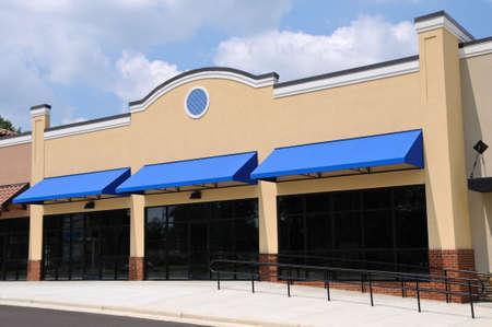 新しいショッピング センターの店頭