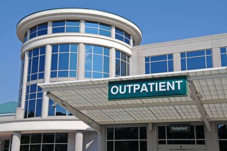 外来病院外来サービス入口にサイン