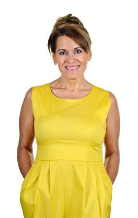 Aantrekkelijke vrouw die een gele zomerjurk Stockfoto