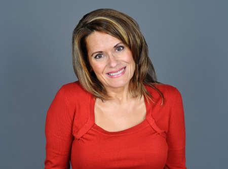 Aantrekkelijke Vrouw draagt een rode trui