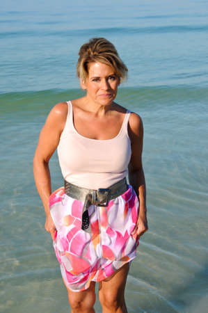Attractive Woman Walking on the Beach in a Summer Dress Banque d'images