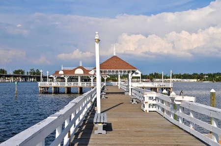 ブラデントンビーチ アンナ マリア島、フロリダ州の歴史的な埠頭 写真素材