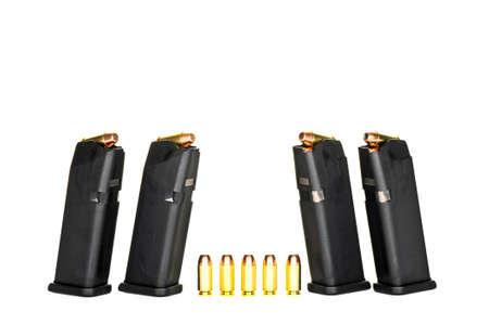 高容量拳銃雑誌をロード 写真素材 - 28042215