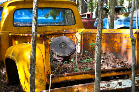 Close-up Image of the Front of an Old Scrap Truck in a Junk Yard Imagens