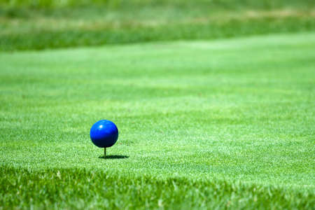 Blue Tees Marker or the back tees or championship tees, the blues represented the golf course's longest yardage. Reklamní fotografie - 133023429