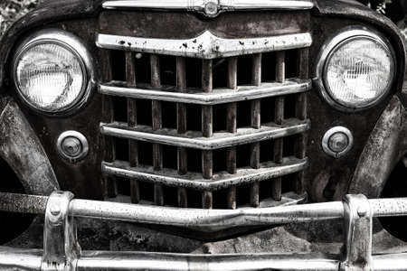 Close-up Image of the Front of an Old Scrap Truck in a Junk Yard 版權商用圖片
