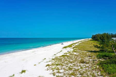 An Aerial View of the Beautiful White Sand Beach on Anna Maria Island, Florida 版權商用圖片