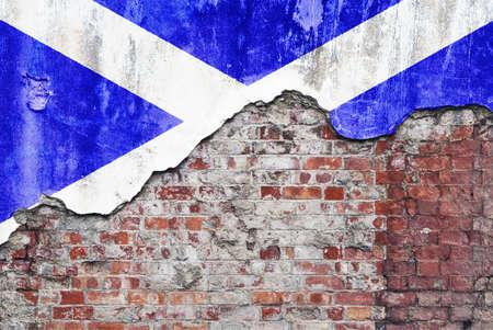 scottish flag: Muro Scozia. Grungy vecchio muro di mattoni con bandiera scozzese sulla superficie rotto render Archivio Fotografico