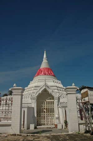 nontaburi: Sacred white temple at Kred Island near Bangkok Thailand Stock Photo