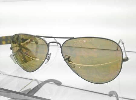 sole occhiali: Occhiali da sole laccato giallo