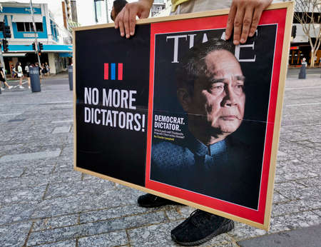 BRISBANE, AUSTRALIA - NOVEMBER 29, 2020: Group of protestors peacefully rally at King George Square, City Hall, in Brisbane Australia to protest the dictatorship of the prime minister Prayuth Chan-ocha in Thailand and also protest to bring Thai Monarchy t 報道画像