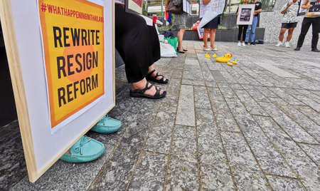 BRISBANE, AUSTRALIA - NOVEMBER 29, 2020: Group of protestors peacefully rally at King George Square, City Hall, in Brisbane Australia to protest the dictatorship of the prime minister Prayuth Chan-ocha in Thailand and also protest to bring Thai Monarchy t 写真素材 - 159832258