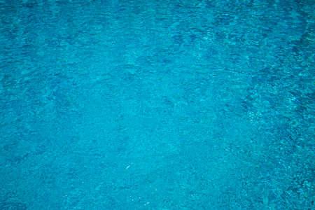 Piscina azul con fondo de textura de agua de burbujas Foto de archivo