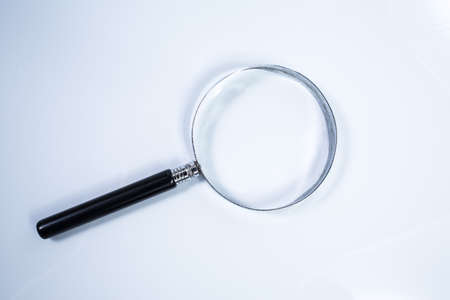 Magnifier isolated on white background Zdjęcie Seryjne - 129765877