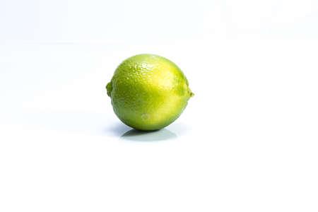 Lime isolated on white background Zdjęcie Seryjne - 129765882