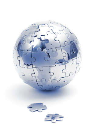 Puzzle m�tal globe isol� sur fond blanc, close-up en lumi�re bleue