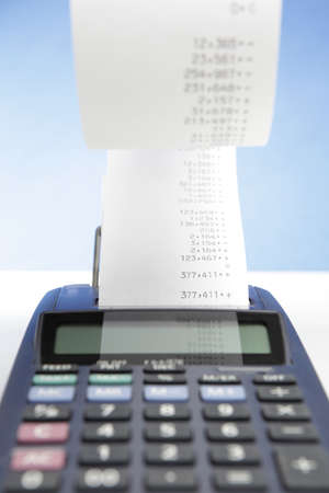 desktop calculator with paper roll  Imagens
