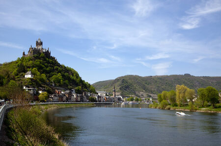 mosel: View of Cochem in the Mosel valley with Reichsburg castle