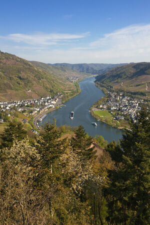 alf: The Mosel Valley with villages Alf and Bulley seen from Prinzenkopf hill