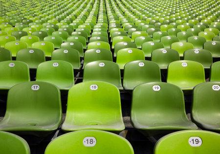 gradas estadio: gradas en el estadio, interminables filas de asientos de pl�stico verde