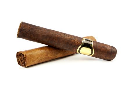 cigarro: Dos cigarros finos en el fondo blanco