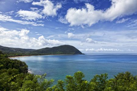 La grande baie de Deshaies, Basse-Terre, Guadeloupe Banque d'images