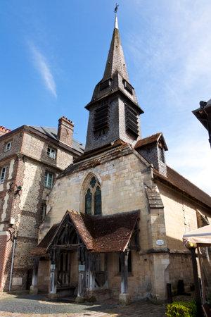14th: Saint Etienne, iglesia del siglo 14 que aloja el museo naval en Honfleur, Baja Normand�a, Francia